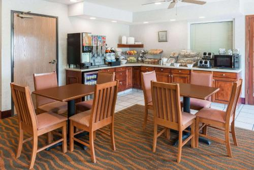 Baymont Inn and Suites Rolla Photo