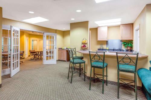Baymont Inn and Suites Amarillo Photo