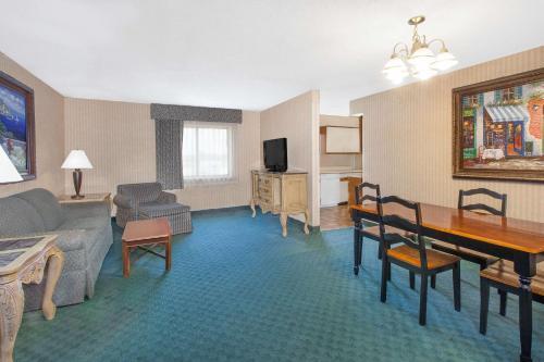 Baymont Inn & Suites Flint