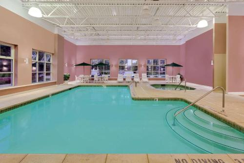 Baymont Inn & Suites Grand Rapids SW/Byron Center Photo