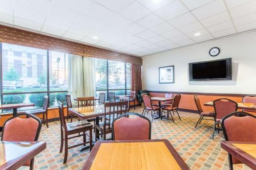 Baymont Inn & Suites Cincinnati Photo