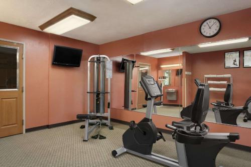 Baymont Inn & Suites - Sullivan Photo