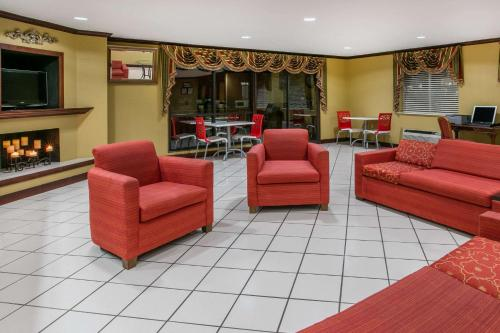 Baymont Inn and Suites Lawton Photo