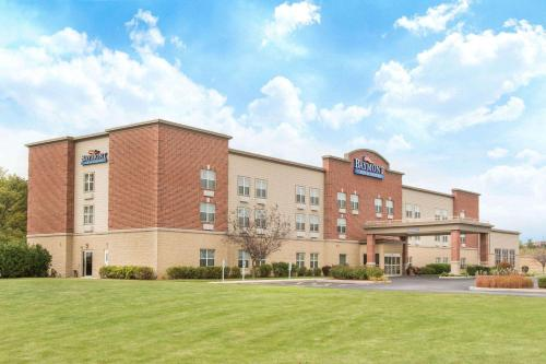 Baymont Inn & Suites - Plymouth Photo