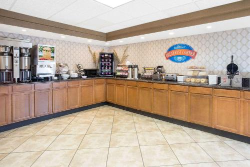 Baymont Inn and Suites Janesville Photo