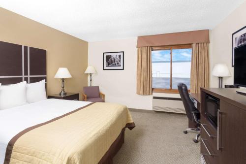 Baymont Inn & Suites Green Bay Photo