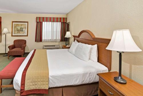 Baymont Inn and Suites Indianapolis photo 24