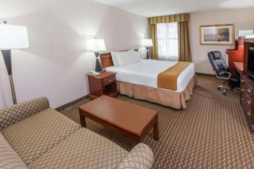 Baymont Inn and Suites Lafayette Photo
