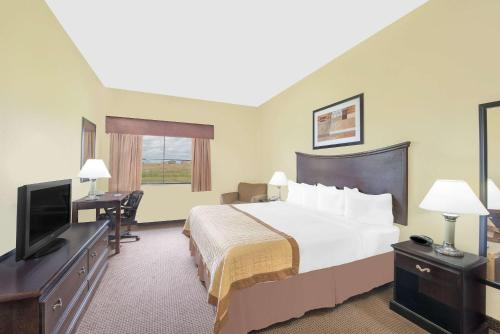 Baymont Inn and Suites Snyder Photo