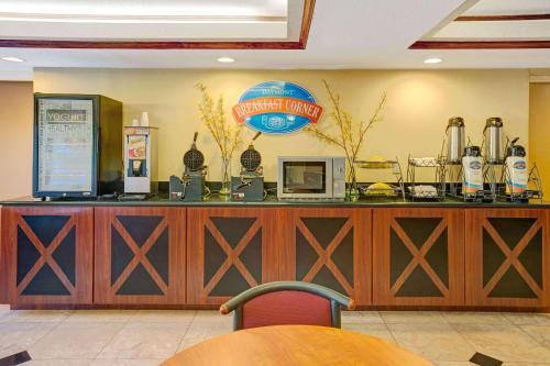 Baymont Inn and Suites Florida Mall photo 25