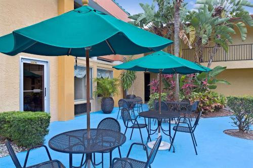 Baymont Inn and Suites Florida Mall photo 31