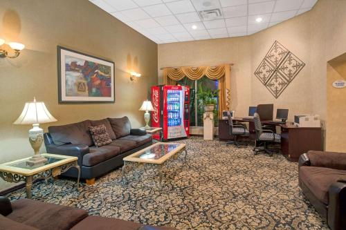 Baymont Inn and Suites Florida Mall photo 33