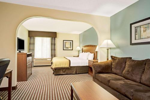 Baymont Inn & Suites Wahpeton Photo