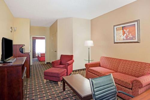 Baymont Inn & Suites - Kennesaw Photo