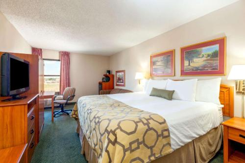 Baymont Inn and Suites Amarillo East Photo