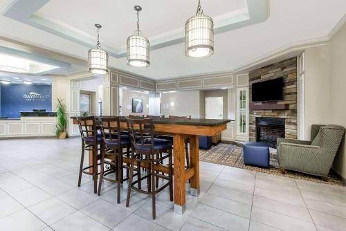 Baymont Inn and Suites Erie Photo