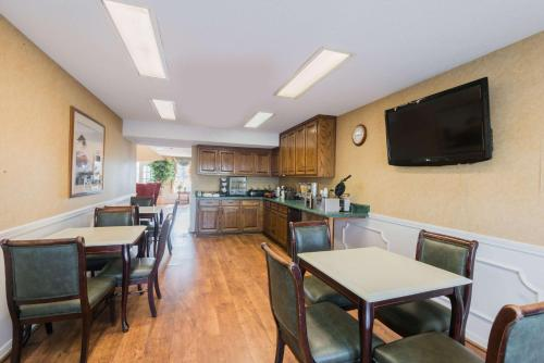Baymont Inn and Suites - Greenville/I-65 Photo