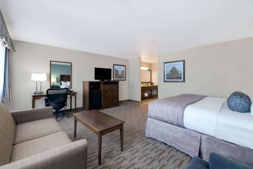 Baymont Inn & Suites - Minot Photo