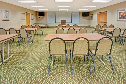 Baymont Inn & Suites Indianapolis West photo 32