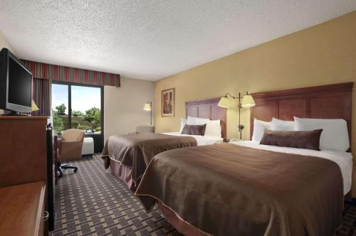 Baymont Inn and Suites - Lewisville Photo