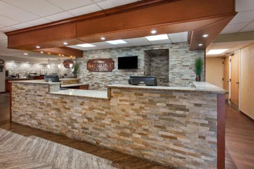 Baymont Inn & Suites Southfield/Detroit Photo