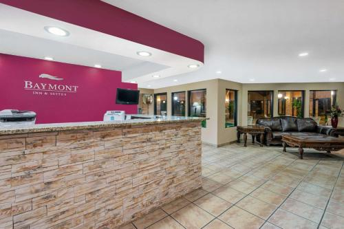 Baymont Inn & Suites Enid Photo