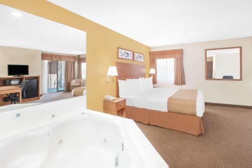Baymont Inn & Suites -Port Huron Photo