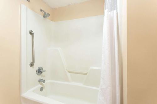 Baymont Inn and Suites Cordele Photo