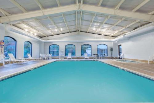Baymont Inn & Suites Photo