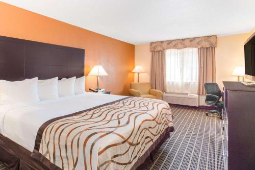 Baymont Inn and Suites Muskegon Photo