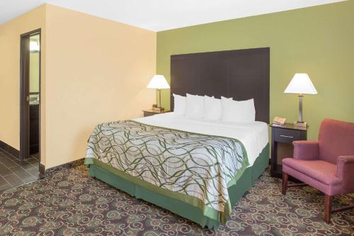 Baymont Inn & Suites Holland Photo