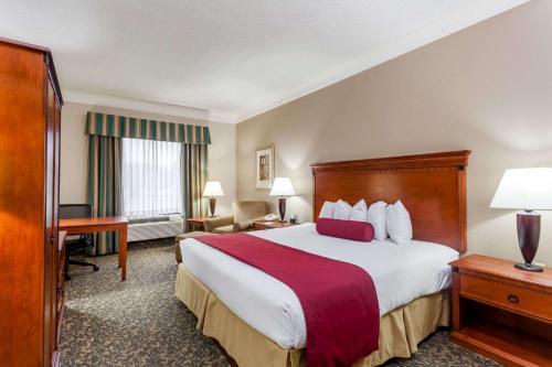 Baymont Inn & Suites Madisonville Inn Photo