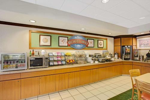 Baymont Inn Tucson Airport Photo