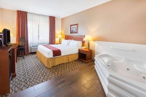 Baymont Inn Suites in Chelsea Photo