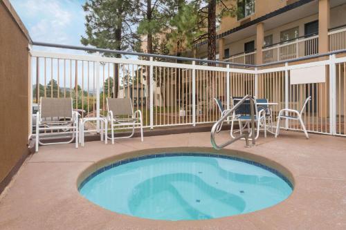 Baymont Inn & Suites Flagstaff Photo