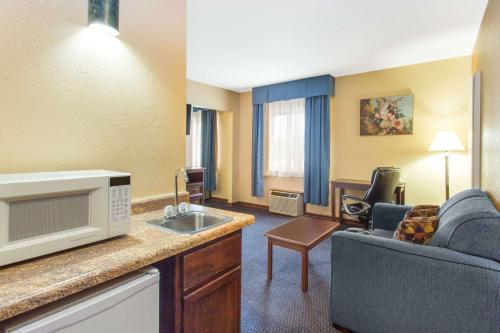 Baymont Inn & Suites - Waukesha Photo