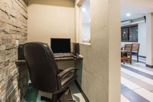 Baymont Inn & Suites Cedar Rapids Photo