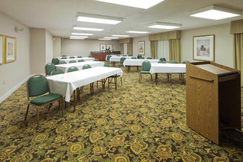Country Inn & Suites By Radisson Montgomery East Al - Montgomery, AL 36106