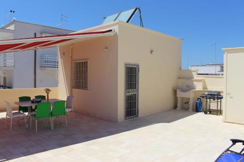 Casa Con Terrazzo Vista Mare In Centro, Maruggio | SellOffRentals ...
