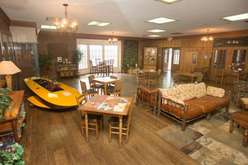 Clifty Inn - Madison, IN 47250
