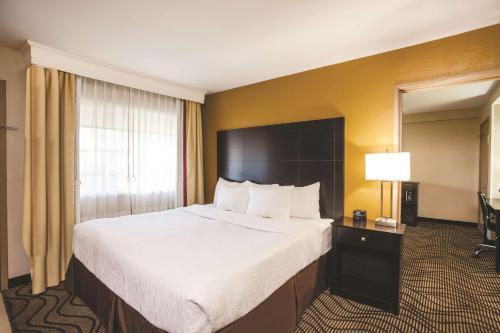 La Quinta Inn & Suites Carlsbad - Legoland Area Photo