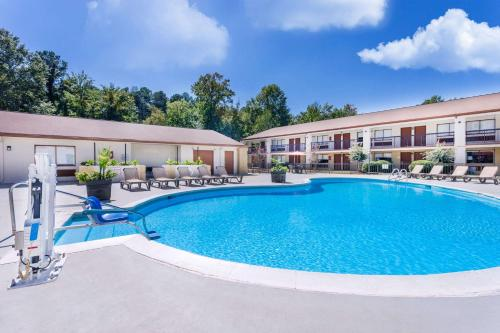 Ramada Inn Tuscaloosa Photo
