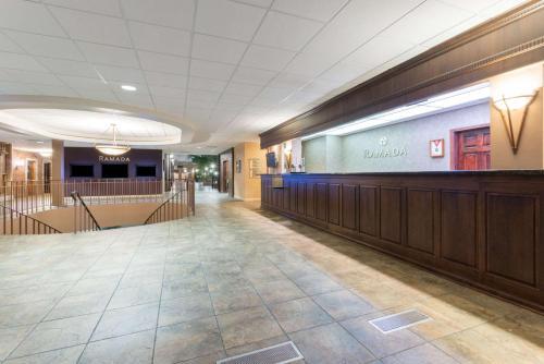Ramada Convention Center Downtown Topeka Photo
