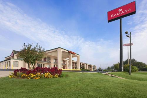 Ramada Pelham Hotel Photo