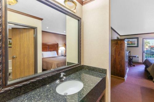 Ramada Inn Waterfront Photo