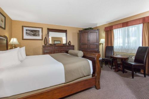 Ramada Inn & Suites Canmore Photo