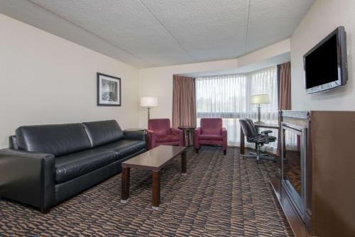 Ramada Plaza Niagara Falls Hotel Photo