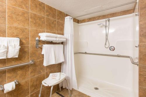 Ramada By Wyndham Sioux Falls Airport Hotel & Suites - Sioux Falls, SD 57104