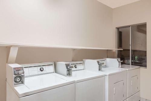 Ramada Limited Suites - Bakersfield Photo