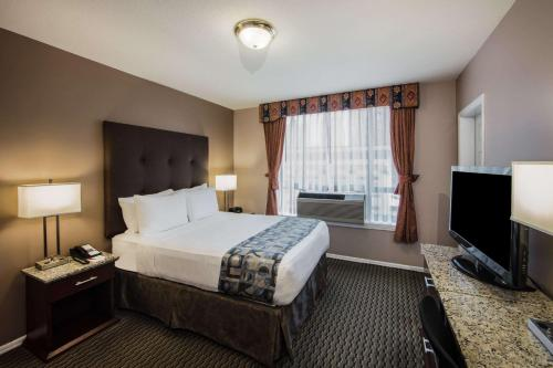 Ramada Vancouver Downtown Photo